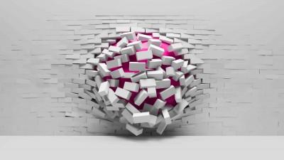 Różowa kula w ścianie